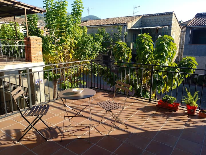 Apartment with 2 bedrooms in Sotillo de la Adrada, with wonderful mountain view and terrace