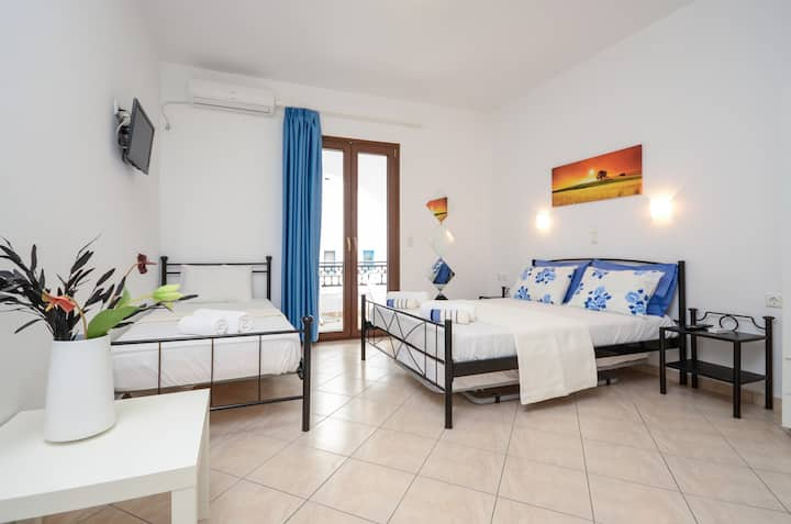 Naxos Diamond Apartment 3 Triple Room