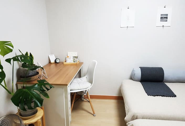 Cozy Two-Bed near Lotte World