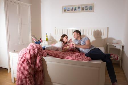 Romantik-Zimmer Nähe Wien für bis zu  4 Personen