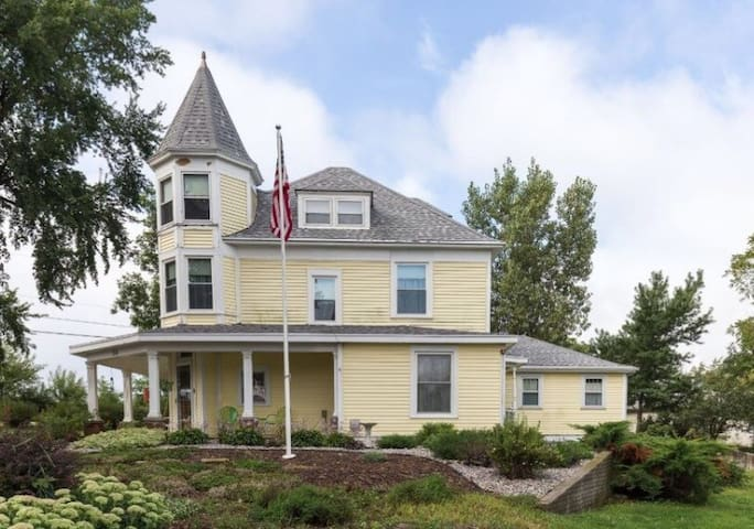 Welcome Home to The Crystal Key Inn - Newman Grove - Bed & Breakfast