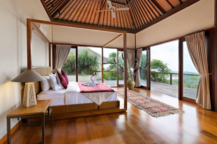 5 Bedroom Villa with outstanding views!