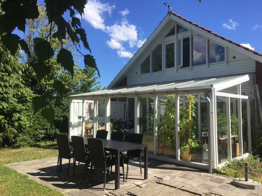 Huset set fra haven