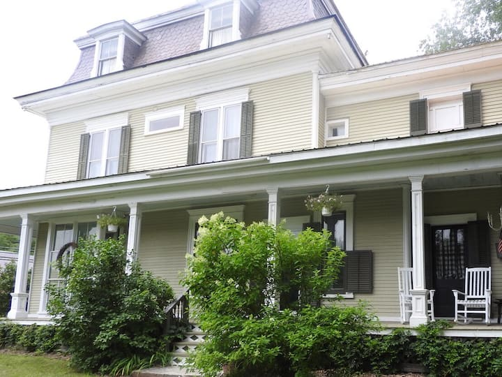 Spacious Victorian Farmhouse -20 Minutes to Okemo!