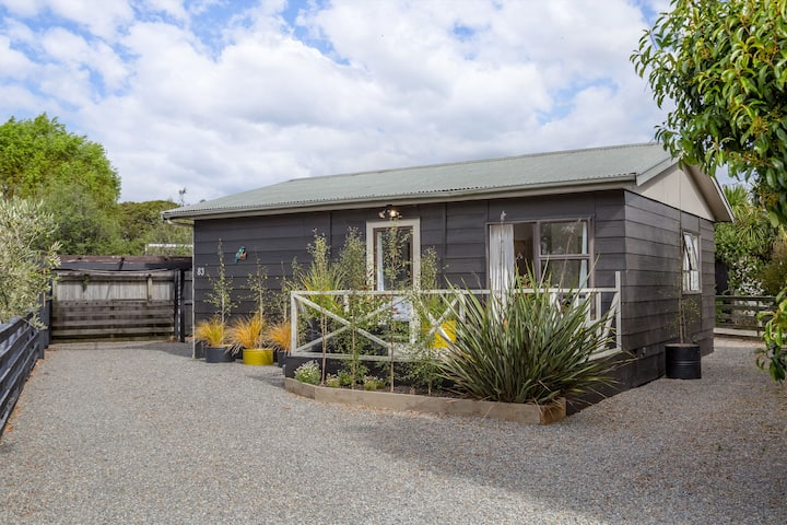 Tui Cottage - cosy, light, and central