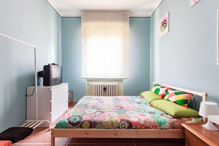 Stanza matrimoniale vicino al centro città - Bologna - Huis