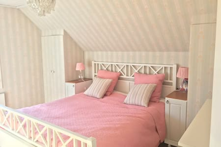 A private pink room at a lovely family house