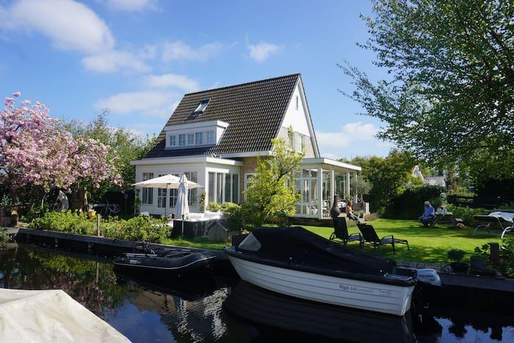 The lake house, grote vrijstaande villa.