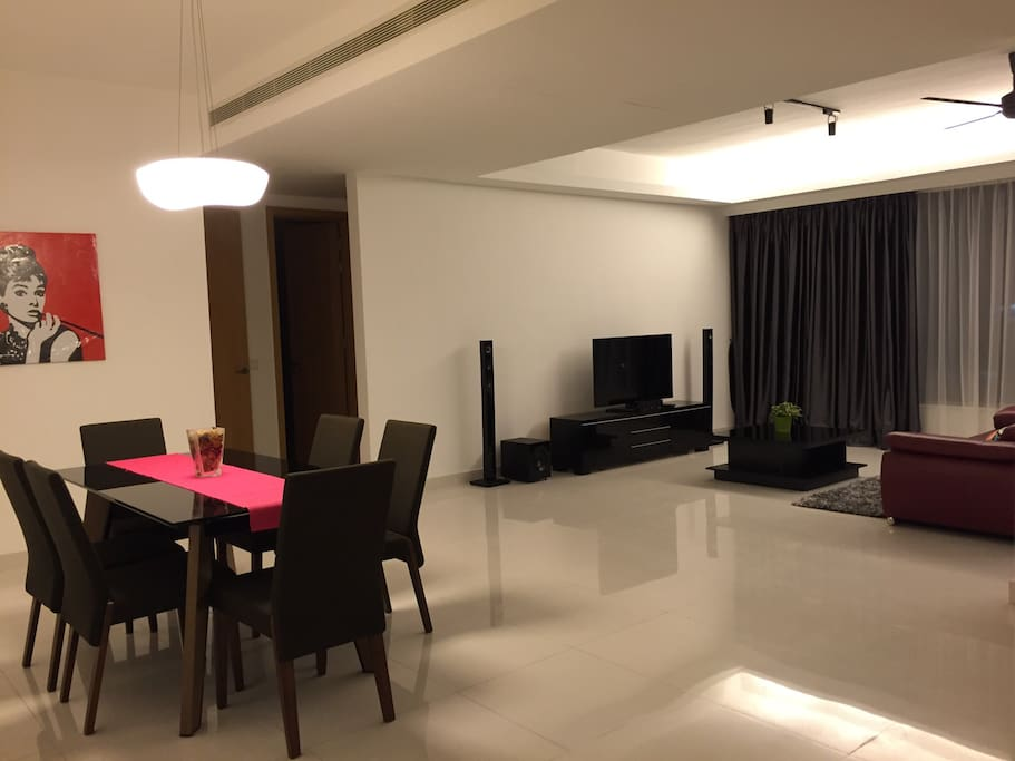 Spacious Dining Area & Living Hall