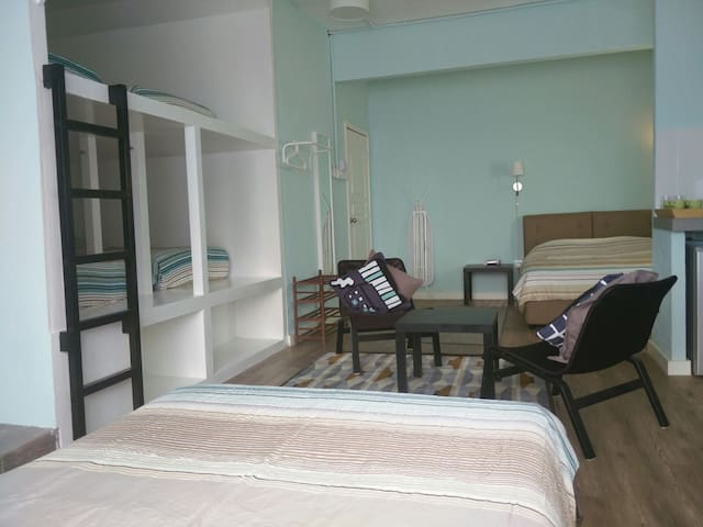 Central 8 pax Family Deluxe room