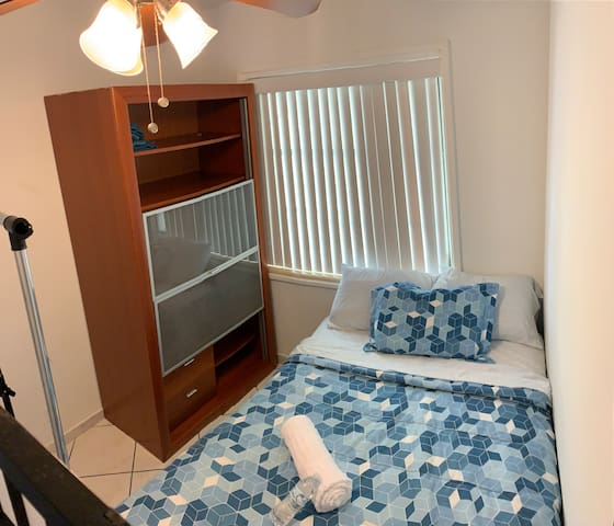 Comfy+Economic Room minutes away from Miami Beach!