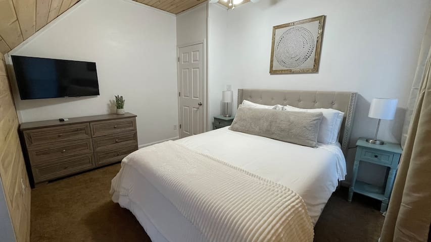 """Upstairs bedroom (Queen) with 42"""" Roku TV and individual air-conditioning unit"""