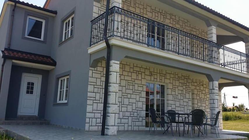 Freienhaus für 5 + 2 Personen - Buje - Dům