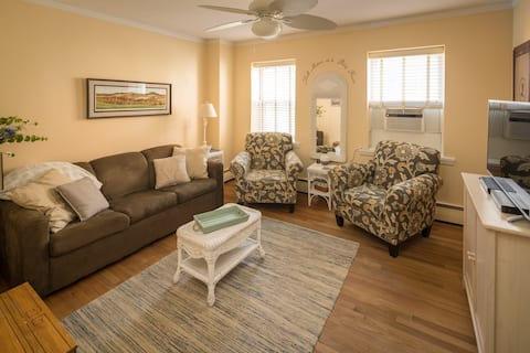 Private Apartment Suite on Main St with parking!