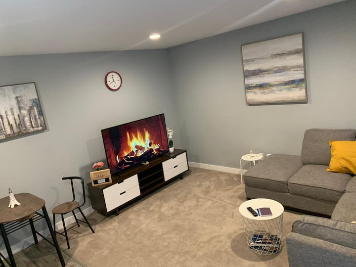 Modern & Cozy 1 Bedroom Suite W/Dedicated Entrance