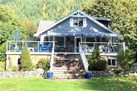Windhaven Cottage - Entire home on beach front.