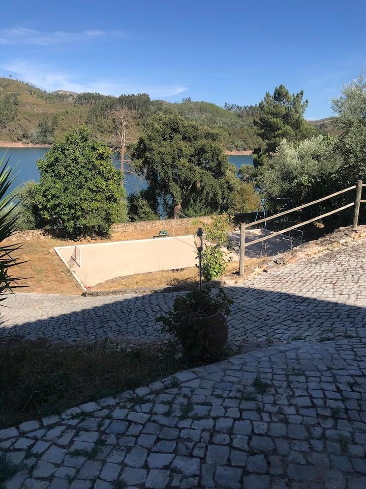 Quarto Barragem de Castelo de Bode
