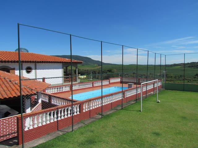 Chácara c/ piscina + churrasqueira + campo futebol