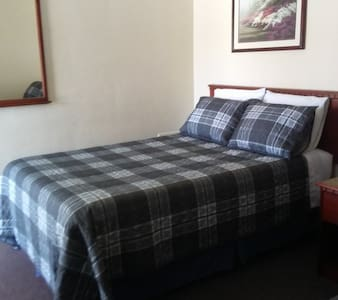 Two Full Size XL Beds at Windsor Crossroads Motel