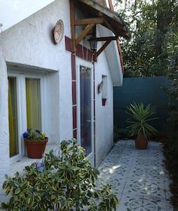 Petite dépendance (chambre et salle de bain) - Talence - Townhouse