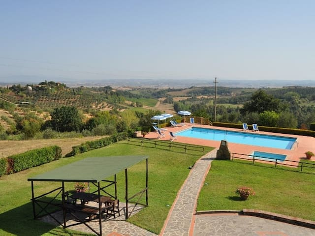 Panoramic villa for 8 with pool near San Gimignano