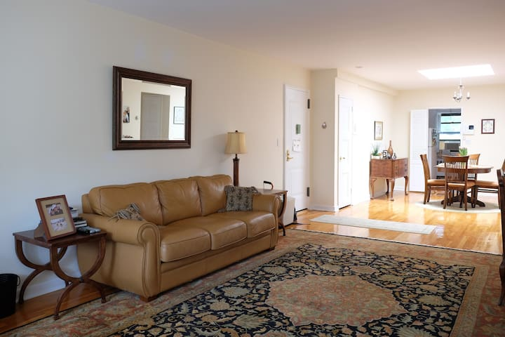 Spacious Private Close to NYC, JFK, Beaches