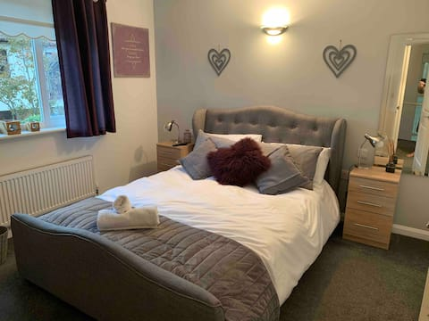 Contemporary Double Room with Ensuite near Portsmouth