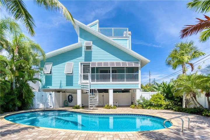 **NEW** Stunning luxury pool home 1 Block to Beach