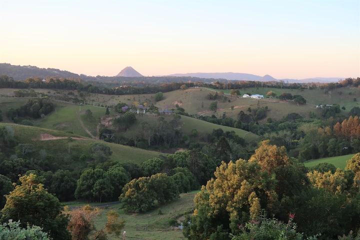 'The Quarters' - stunning Noosa Hinterland vista's