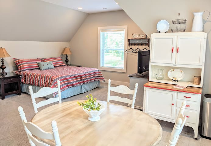 Delightful Apartment in Historic Bell Buckle