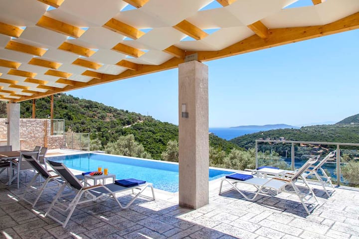 Next year Offer: Amazing Villa with pool In Sivota