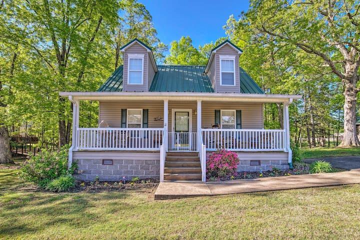 NEW! Cottage w/Porch, 7-Min Drive to Pickwick Lake