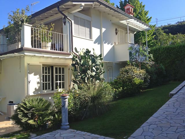 High quality Villa for 5 People with WiFi and Air conditioning