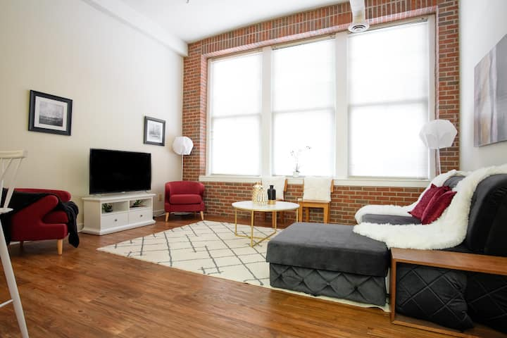 1BR Luxury Loft Apt - Free Parking - Heart of Indy
