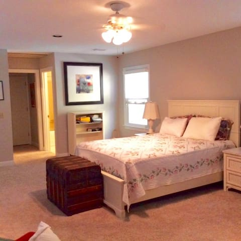 Spacious Loft Bedroom in Dunwoody -Quiet and Safe - 鄧伍迪(Dunwoody) - 獨棟