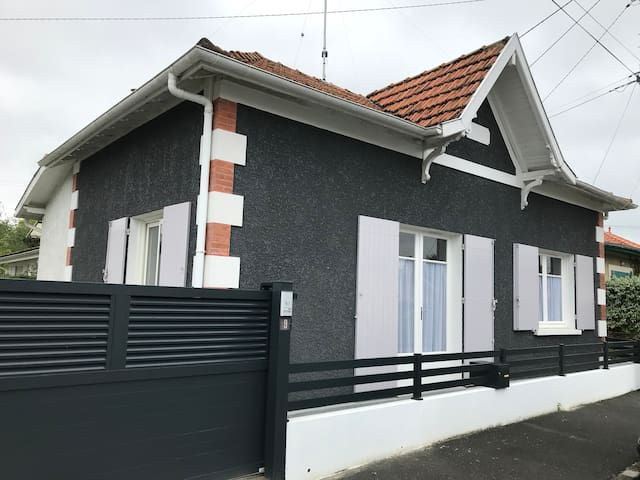 One storey house (La Teste) 50m from the port