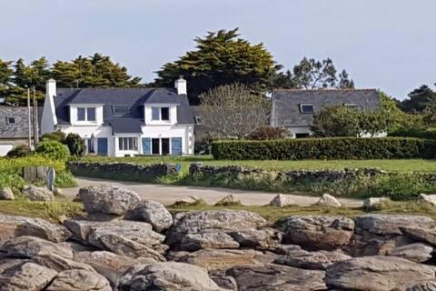 Schönes kleines Haus am Meer
