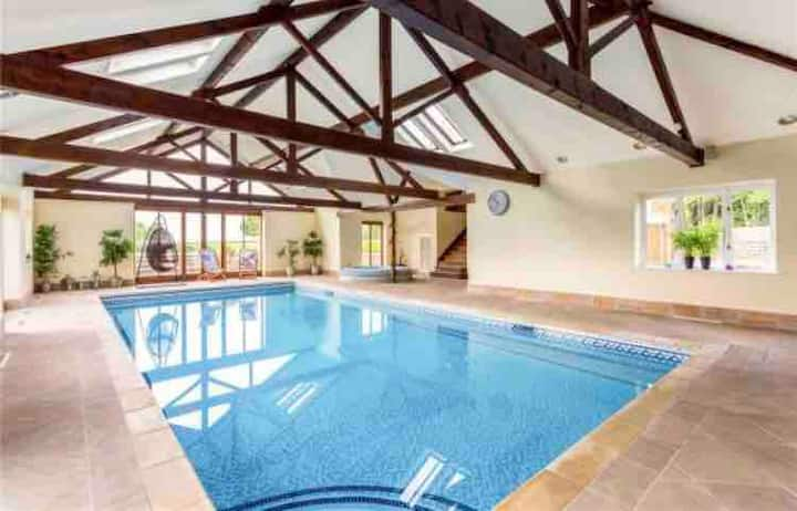 Country Manor House with Indoor Pool & Jacuzzi