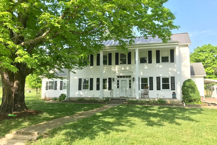 The 1834 House: Close to OU, Hocking Hills.