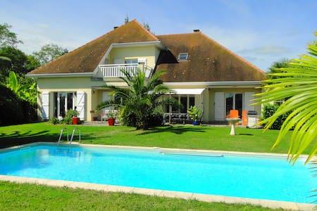 Villa Les Acacias avec piscine - Bellocq