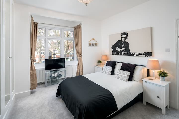 Bed 1 - Lovely South London home, private bathroom