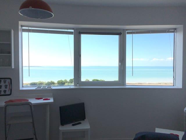 Petit studio face à la mer proche port et plage