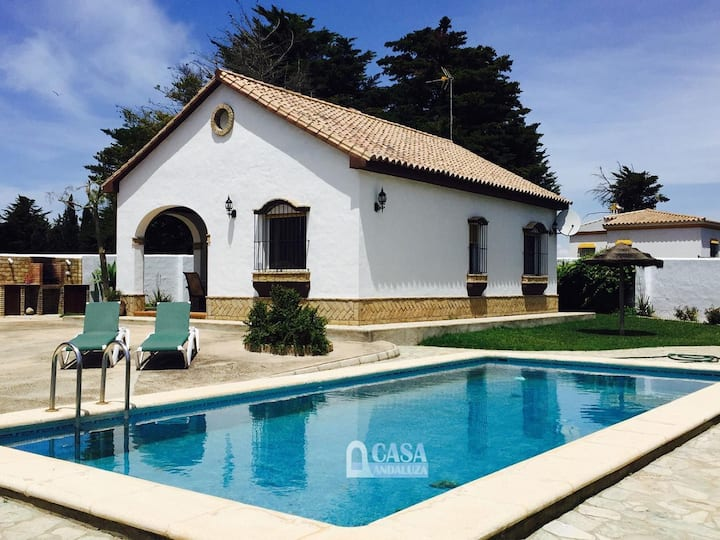 Holiday cottage with private pool in Roche Viejo, close to Conil. Sleeps 4