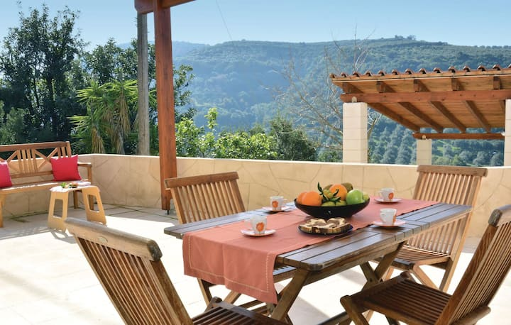 Stunning home in Platanias Crete with 3 Bedrooms