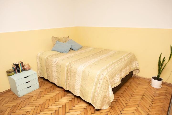 Monoambiente cómodo y super bien ubicado