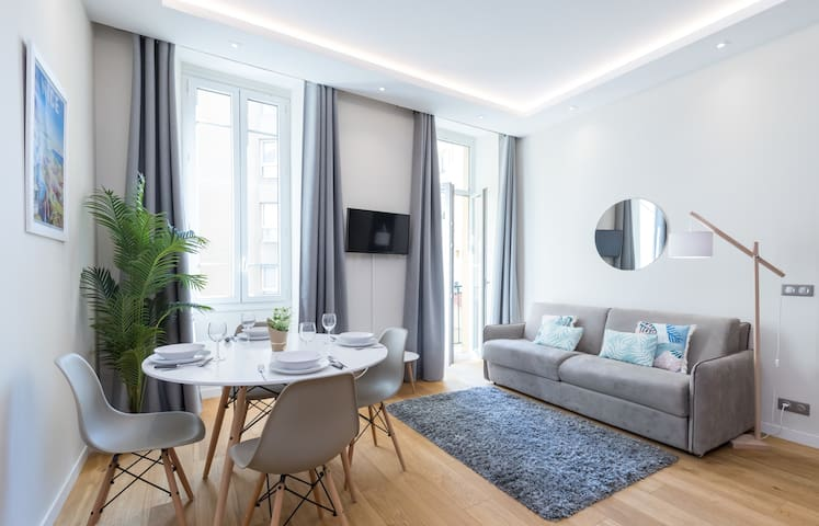 Brand New 1 Bdr Place du Pin