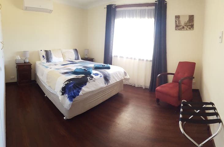 Master bedroom, reverse cycle air con, ceiling fan, blockout blind/curtains and built in robes.
