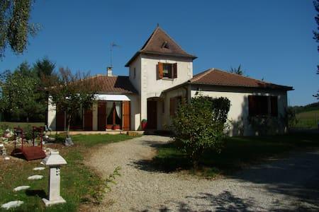 jolie  chambre cosy dans tour périgourdine - Bergerac