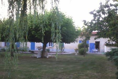Gîte dans ancienne ferme Bazadaise . - Bazas
