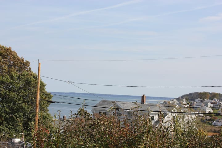 Hillside Ocean View 2BR with Private Beach Access - Ipswich - House